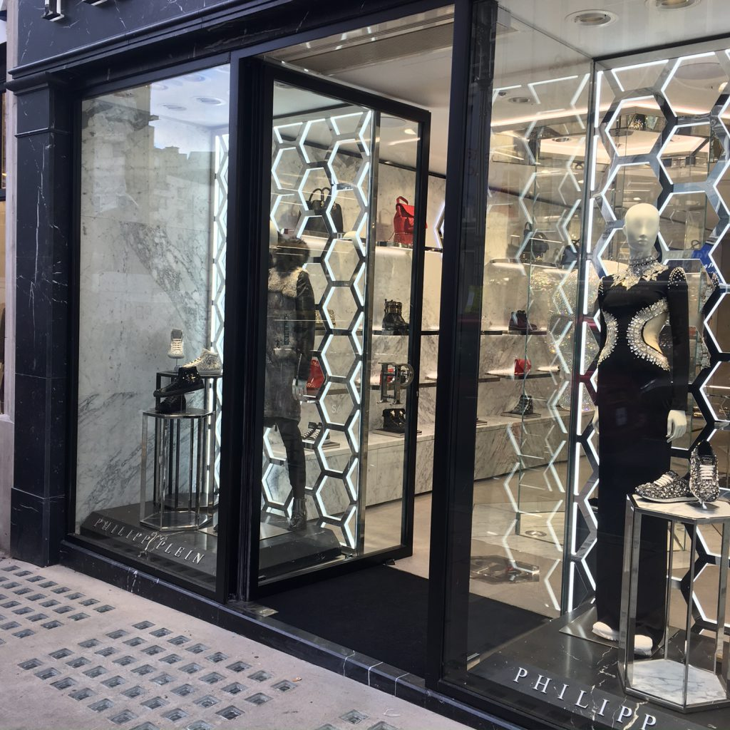 f50ca2fdde9 ... quality EBE 65 painted steel shop front system from Secco Sistemi. The  use of steel sections ensured that the glazed area was maximised  facilitating the ...